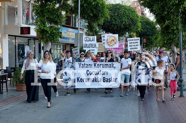 Alanya'da cinsel istismara karşı yürüdüler