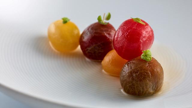 nerua-tomates, hierbas- alcaparras.