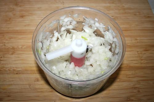 23 - Zwiebel würfeln / Dice onion