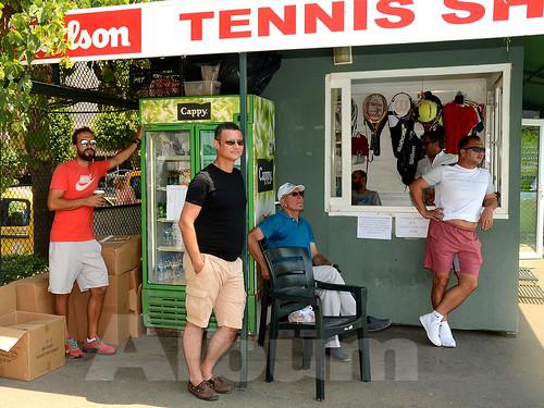 Turnuva-boyunca-yarışan-minik-tenisçiler-için-antrenörleri-taktikler-verdi