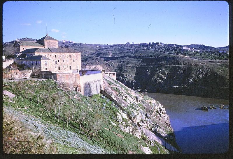Convento de San Gil en Toledo en abril de 1963. Película Kodachrome. Donación de la familia Burgos.