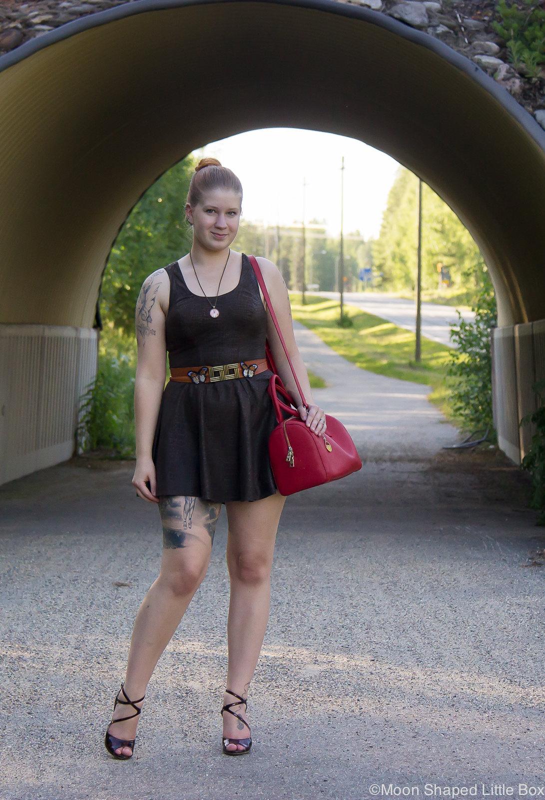 tyylibloggaaja, pukeutuminen, kotimainen muoti, kotimainen nahkamekko, tummanruskea mekko