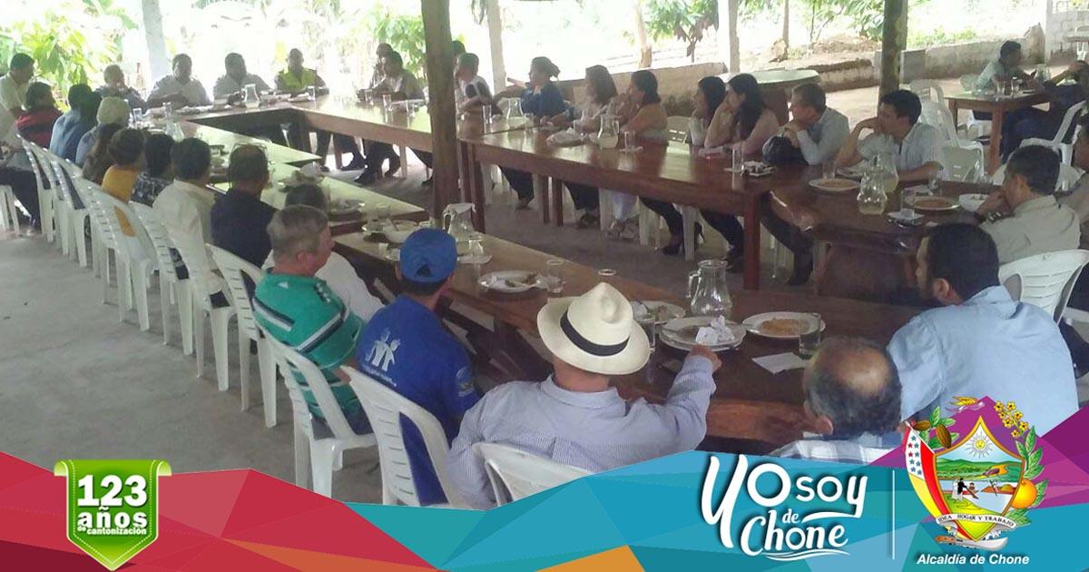 Alcalde de Chone y el Ministro del Interior se reunieron para tratar temas de seguridad.