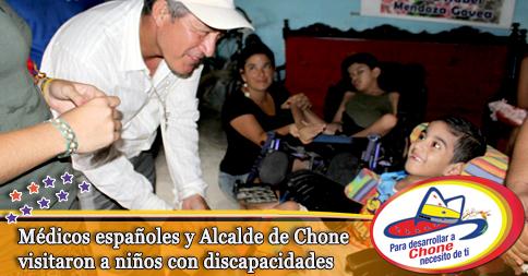 Médicos españoles y Alcalde de Chone visitaron a niños con discapacidades