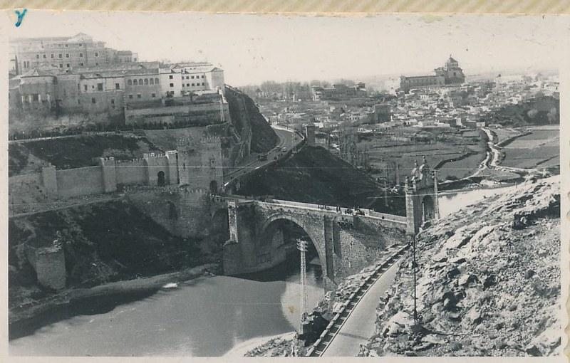 Puente y Puerta de Alcántara en 1962. Fotografía de Julián C.T.