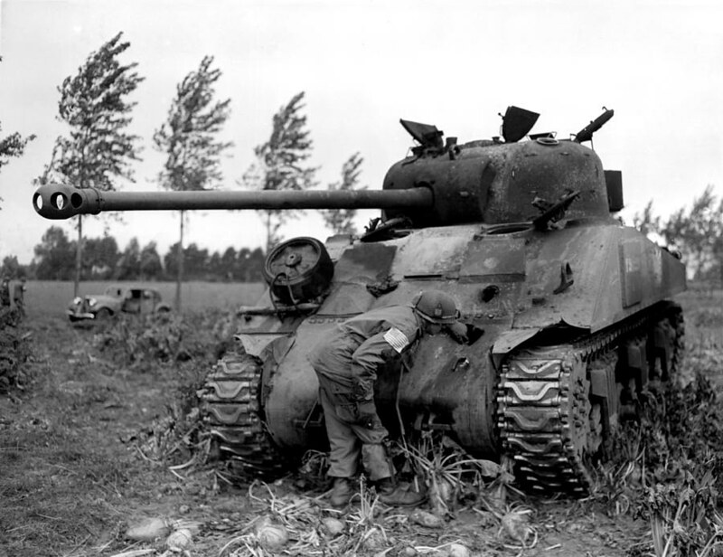 wwii-knocked-out-british-firefly-tank-historic-image