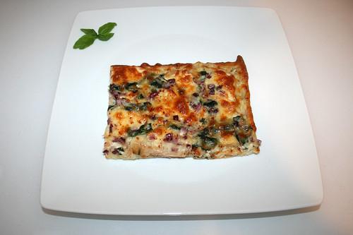 51 - Roasted garlic chicken spinach pizza - Serviert / Pizza mit geröstetem Knoblauch, Hähnchen & Spinat - Serviert