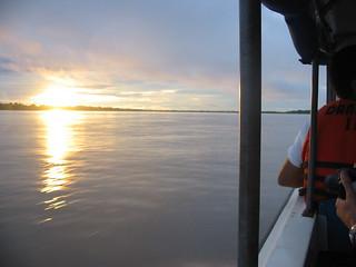 Pôr do sol no Rio Solimões perto de Tabatinga, Amazonas, Brasil
