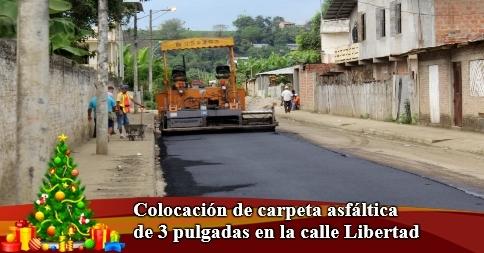 Colocación de carpeta asfáltica de 3 pulgadas en la calle Libertad