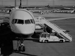 Icelandair 757-200 at KEF
