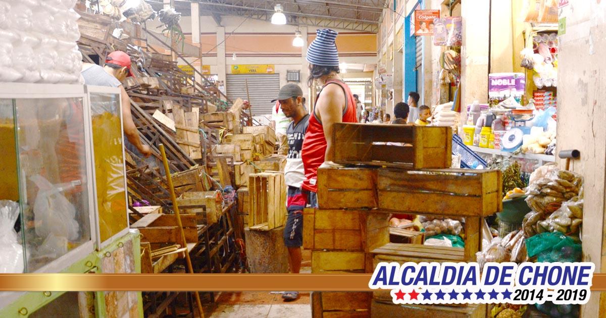 Mercado de Chone limpia sus instalaciones