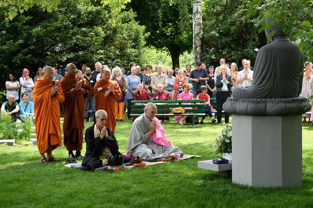 Peresmian pemakaman Buddhis pertama di Swiss.
