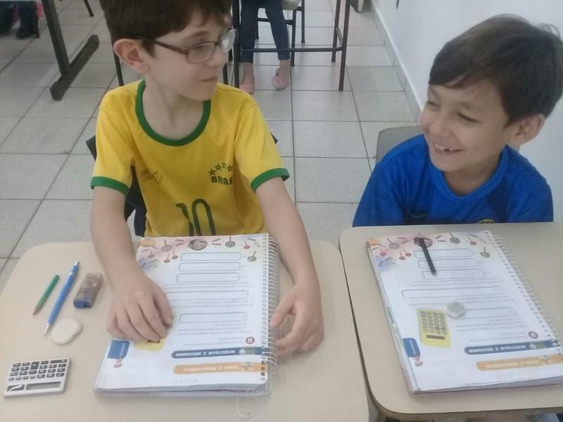 Trabalhando a Matemática na calculadora, reforçando a adição e subtração. 2ano/9 C Tia Pati, Wanessa e Elaine