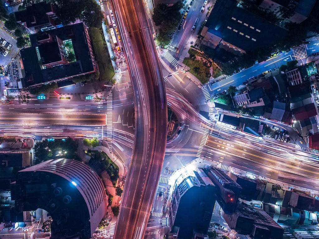 円形交差点の空撮夜景