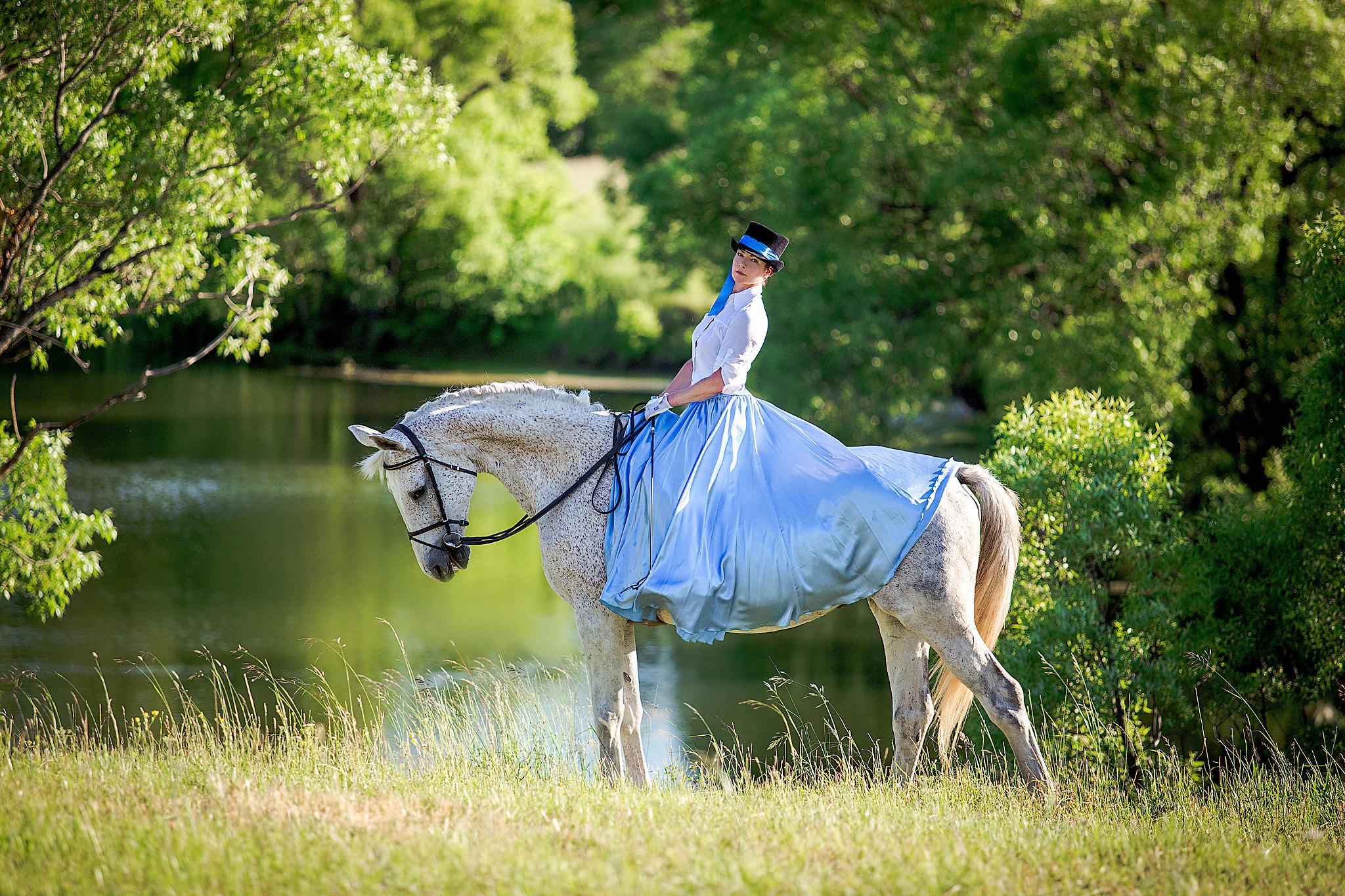 Фотосет Пануриной Виктории c лошадьми музея, уроки верховой езды в музее-заповеднике Тарханы, фотоиллюстрации индивидуальных занятий конным спортом