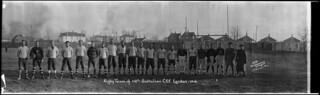 Rugby team of the 118th Battalion, CEF, London, Ontario / Équipe de rugby du 118e Bataillon du Corps expéditionnaire canadien, à London (Ontario)