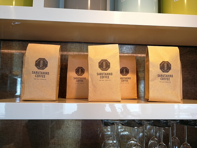<p>ラウンジのコーヒーは猿田彦・EBISU TOKYO</p>