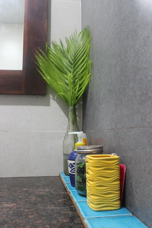 Minimal clutter free bathroom