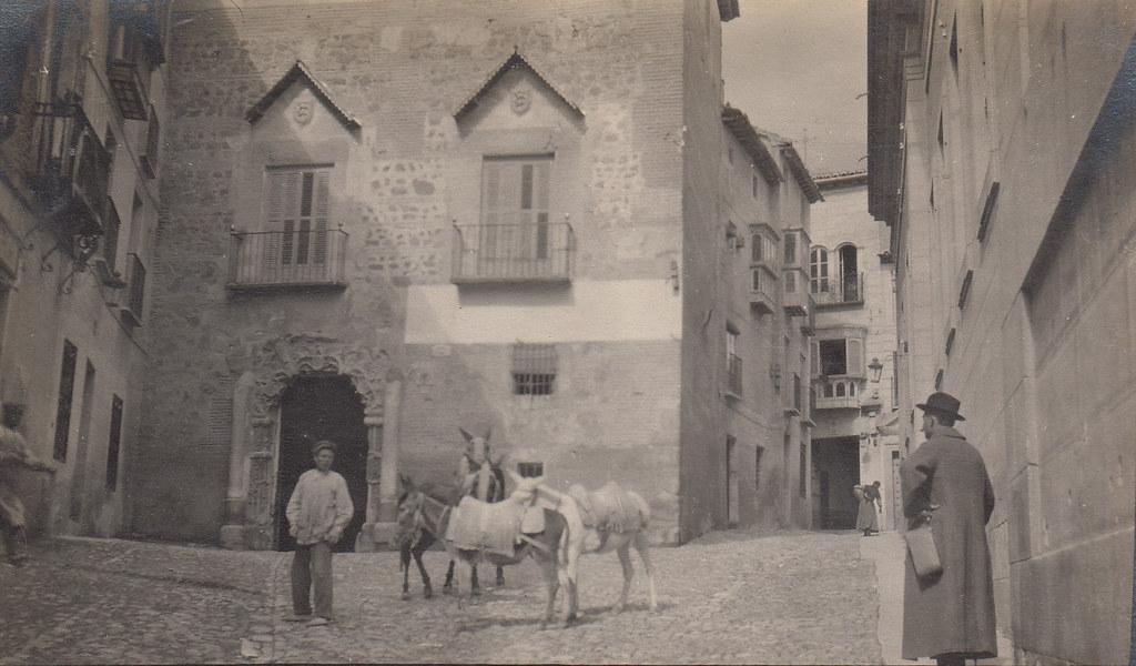 Palacio de los condes de Peromoro en 1911, situado en la calle del Instituto