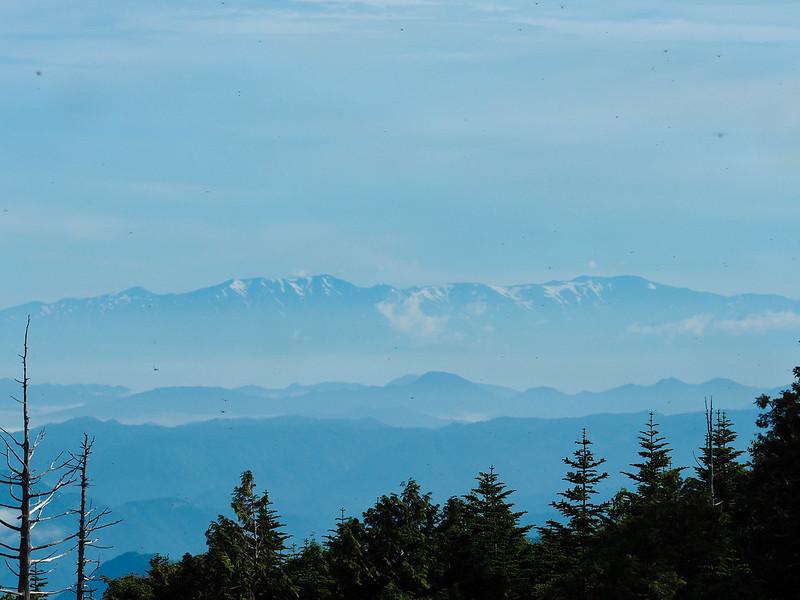 田代山から見る飯豊連峰