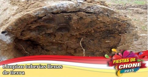Limpian tuberías llenas de tierra