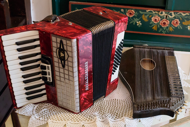 Zither and Accordian-E7080330