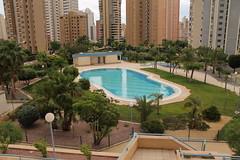Fabulosa urbanización con grandes jardines, piscina, zona infantil.  Solicite más información a su inmobiliaria de confianza en Benidorm  www.inmobiliariabenidorm.com