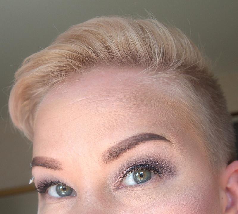 helmiäisväri hiukset