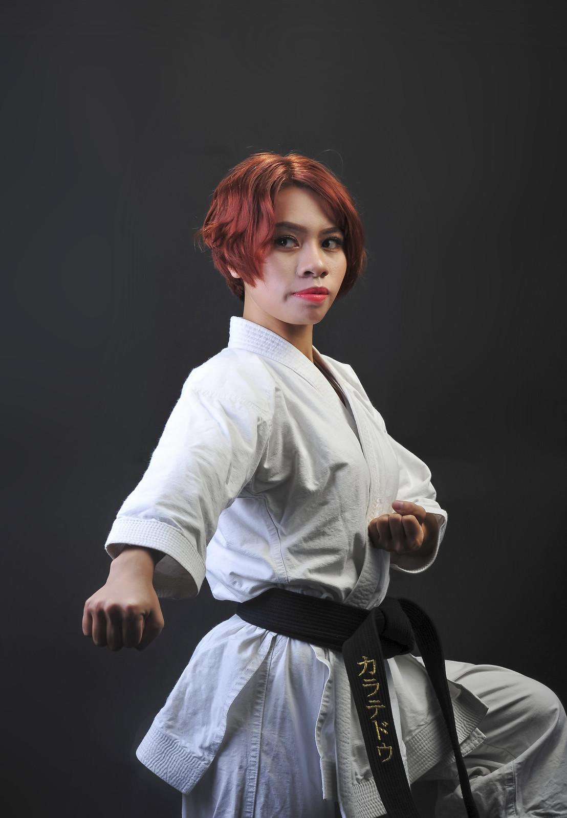 28111996477 7186526bad h - Bộ ảnh võ thuật Karate Girl phiên bản Việt