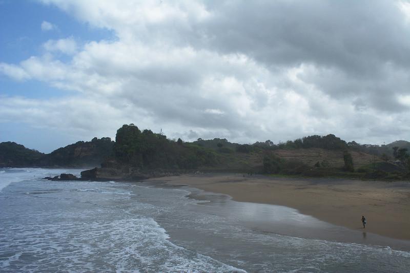 Pantai sebelah pantai Wonogoro