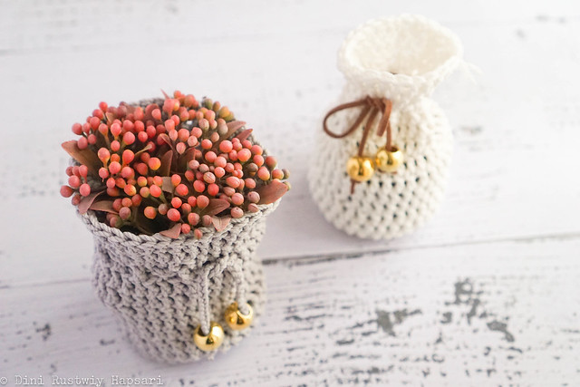 1st pouch - with flower