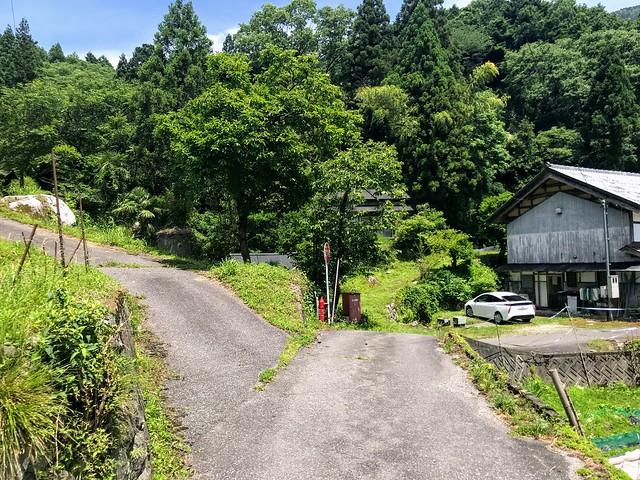 鎗ヶ先 寺本登山口への道 分岐 左折