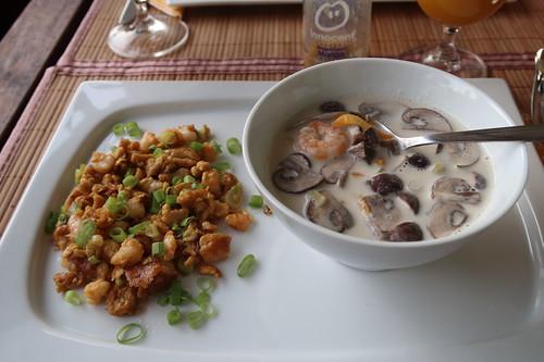 Thai Omelett mit Garnelen und Tom Ka Suppe