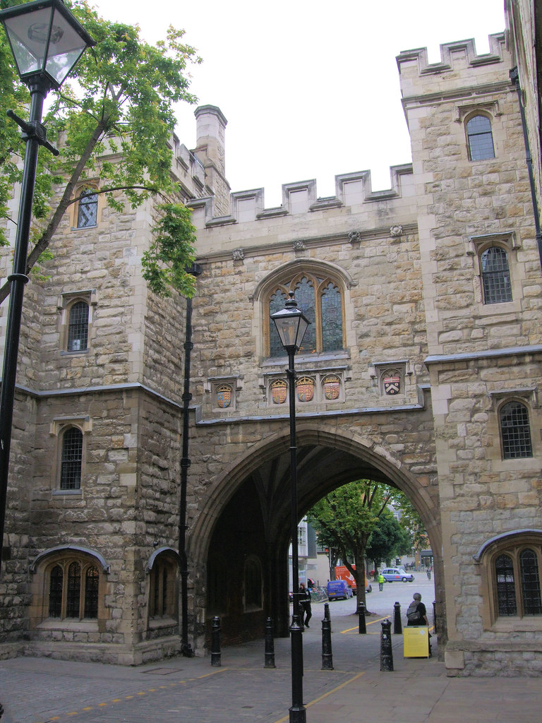 St_John's_Gate,_Clerkenwell_-_London.
