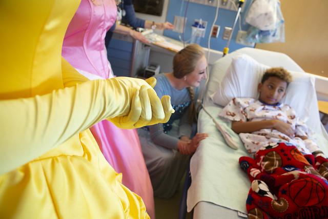 BraveCubs visit Children's hospital