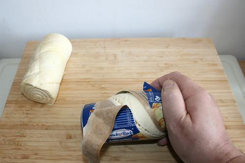 06 - Teigrollen öffnen / Open dough rolls