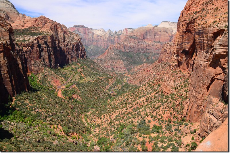 Looking down at Zion Canyon from Canyon Overlook, Zion (1)