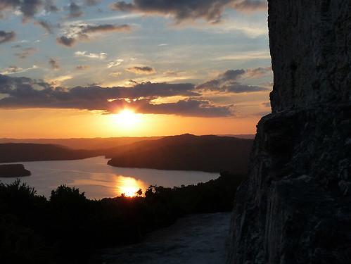 Yaxhá:Západ slunce z pyramidy červených rukou