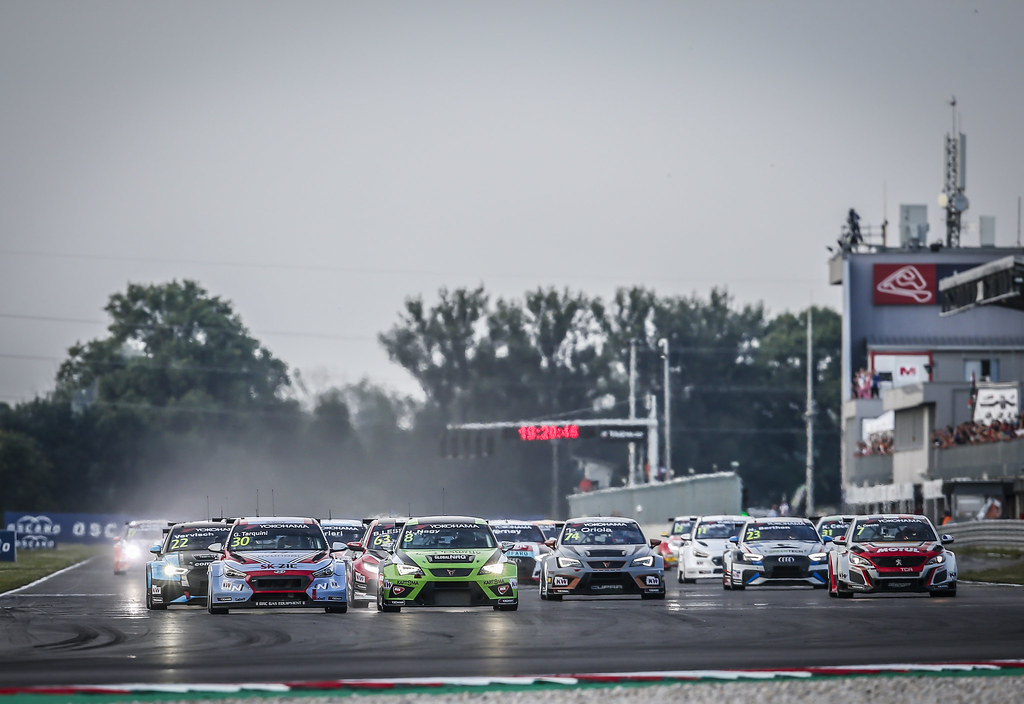 START race 2 30 TARQUINI Gabriele, (ita), Hyundai i30 N TCR team BRC Racing, action, 08 NAGY Norbert, (hun), Seat Cupra TCR team Zengo Motorsport, action during the 2018 FIA WTCR World Touring Car cup race of Slovakia at Slovakia Ring, from july 13 to 15 - Photo Jean Michel Le Meur / DPPI