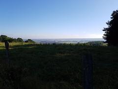 Au loin le silo de Lapeyrade dans la vallée de Pau entre Ousse et Artigueloutan