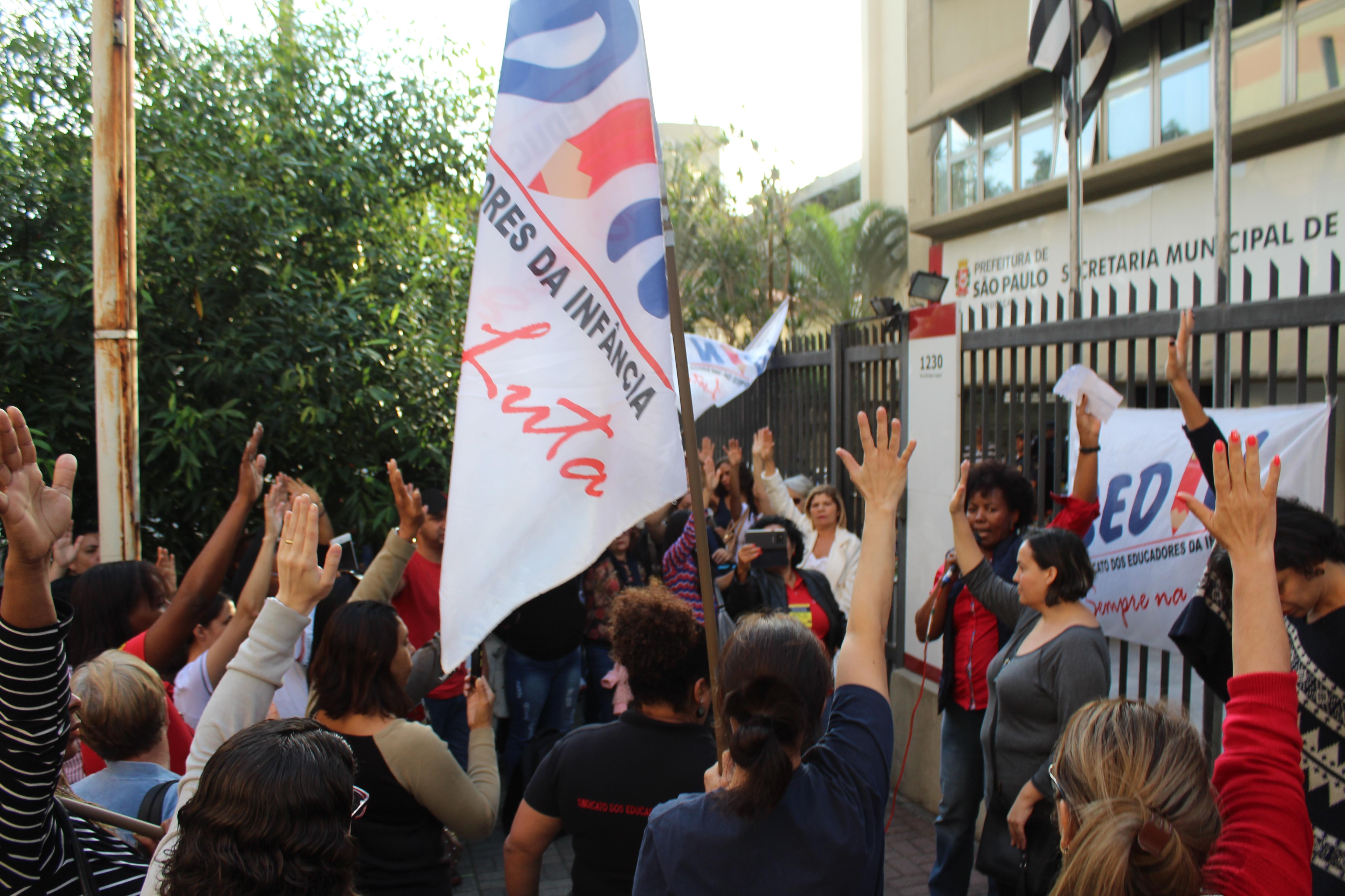 Manifestação contra o atendimento da rede conveniada pela rede direta - 21/06/18