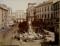 Medina Fountain in Naples (about 1865-1872) - Achille Mauri edition - Naples, private collection, now at exhibition Alphonse Bernoud, pioneer of photography, up to September 25, 2018 at Carthusian monastery and museum of San Martino in Naples