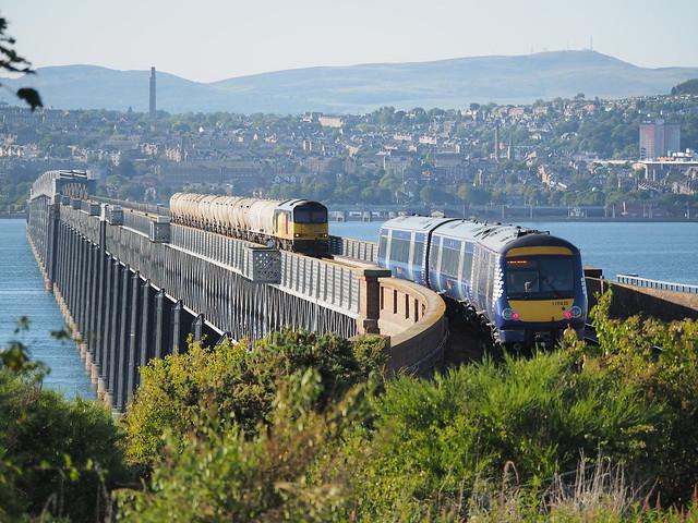 17027598 Passing Trains, Olympus E-M1, Lumix G Vario 100-300mm F4.0-5.6 Mega OIS