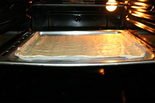 40 - Pizzateig im Ofen vorbacken / Pre-bake in oven