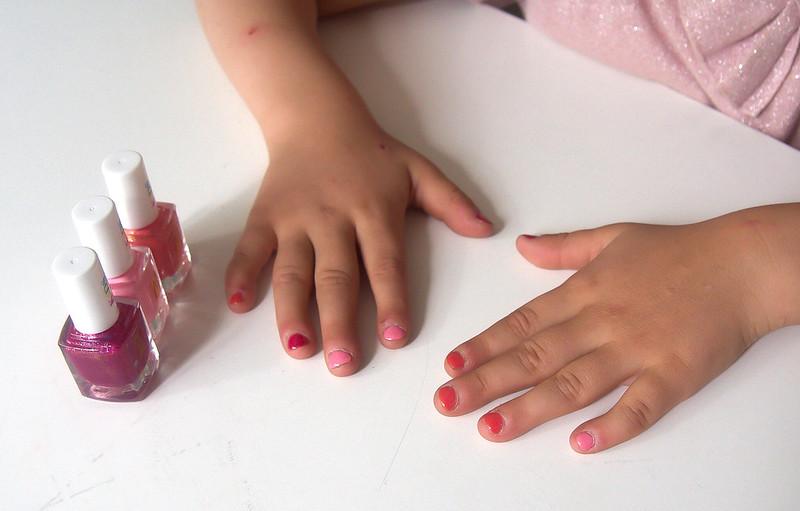 kynsilakka lapselle