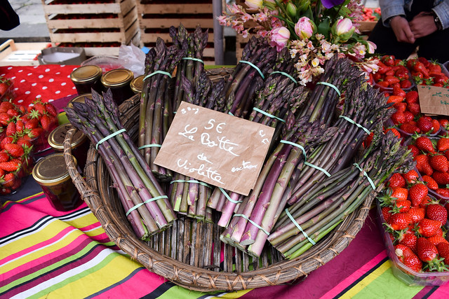 Purple Asparagus at Sarlat Market, South West France #asparagus #purpleasparagus