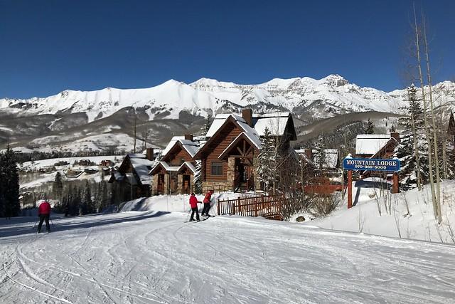 月, 2018-01-22 16:45 - Mountain Lodge Ski-in gate