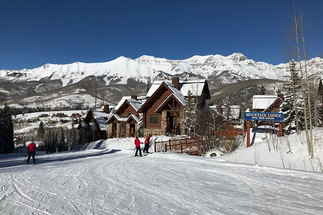 Mon, 2018-01-22 16:45 - Mountain Lodge Ski-in gate