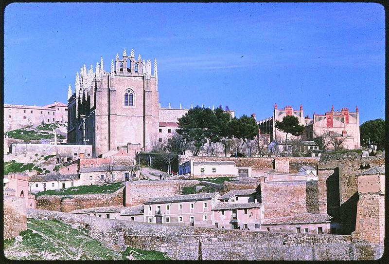 San Juan de los Reyes en Toledo en abril de 1963. Película Kodachrome. Donación de la familia Burgos.