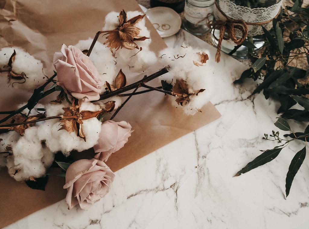 roses-cotton-eucalyptus-bouquet-winter-9